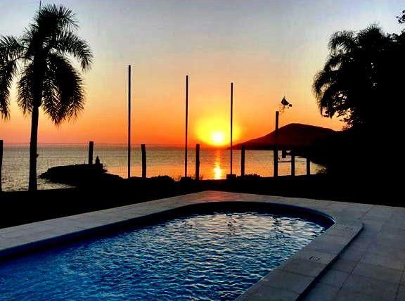 Magnifica casa residencial com praia particular para venda com 500 metros quadrados com 4