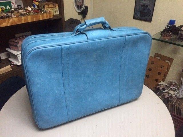 mala de roupas antiga em couro legitimo azul