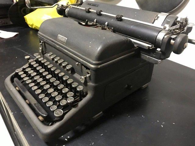 Máquina de escrever antiga royal  - Foto 2