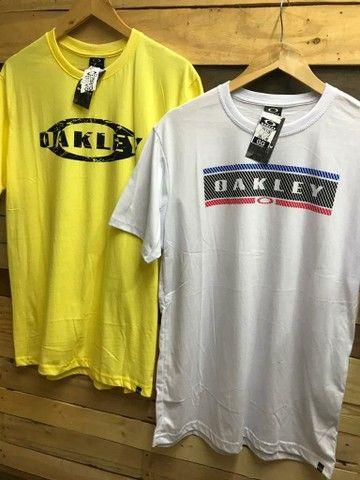 Promoção de Camiseta R$ 28,00 cada, à vista
