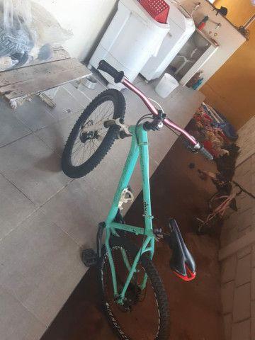 Bike aro 26 , freio hidráulico com peças Shimano  - Foto 2