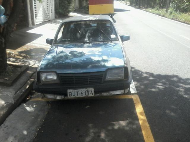 Vendo carro monza urgente só pra roda atrazado