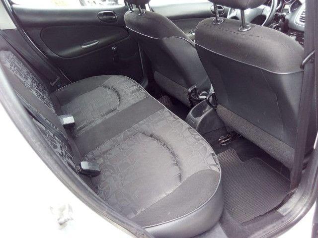 Peugeot 207 XR 1.4 Flex 2010 - Foto 11