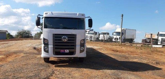 Caminhão 24280 Cabine leitto, Teto baixo Truck 6x2 Volkswagen - Foto 9