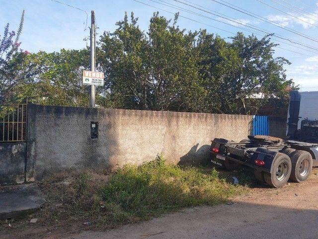 Casa com excelente terreno no Centro de Candeias do Jamari