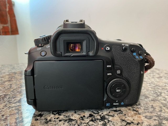 Canon 60D Corpo Mais 2 Baterias 38k Clicks - Foto 3