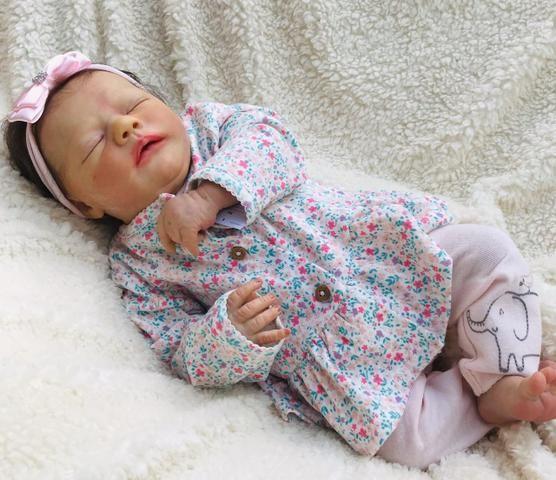 Bebê reborn olhos fechados