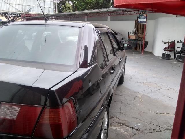 Volkswagen santana confortline, 4 portas, cor preto, completo, alcool e gnv - Foto 5
