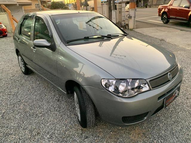 Fiat Palio ELX 1.3 Ar Condicionado e Direção Hidráulica 2004/2005 - Foto 2