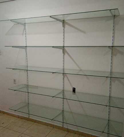 Prateleiras de vidro 40 larg x 2comp./ Araras para loja / Manequins