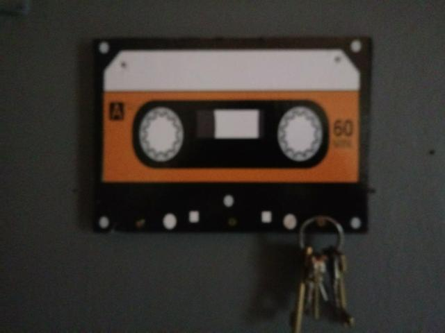 Porta-chaves em formato de fita K7
