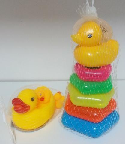 KIT de 4 Patinhos de Borracha e Pirâmide de Argolas Brinquedos Educativos Infantil Criança