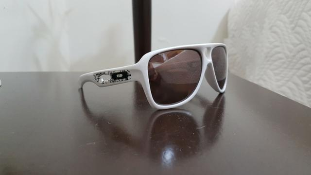 76e8bbbb03016 Óculos de Sol Oakley Dispatch II Branco OO9150-07 (Usado Pouquissimas Vezes)