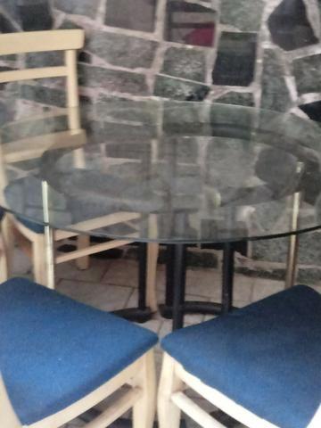 Mesa estilosa de vidro grosso + 4 cadeiras lindas. Ac Cartão.Frete barato