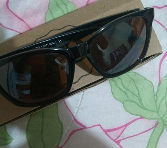 Óculos de sol novo na caixa