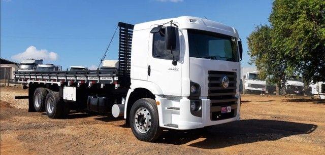 Caminhão 24280 Cabine leitto, Teto baixo Truck 6x2 Volkswagen