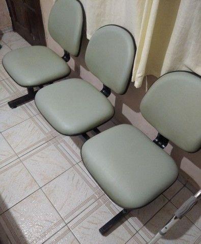 Banco de espera e cadeira de cabeleireiro