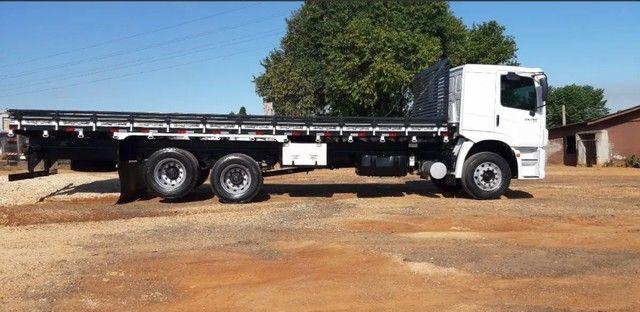 Caminhão 24280 Cabine leitto, Teto baixo Truck 6x2 Volkswagen - Foto 3