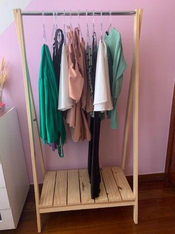 kit Escrivaninha, Arara de roupas e suporte de bolsa  - Foto 4