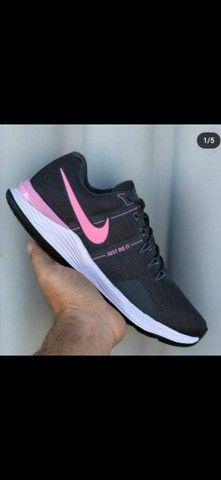 Sapato Nike e Adidas