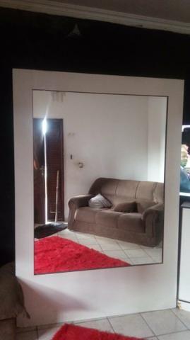 Vendo móvel com espelhos dos dois lados