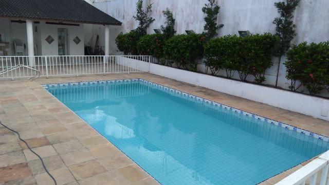 Vende-se Casa 3 Quartos c suíte, Condomínio Fechado, Piscina, Escriturada, Camaçari - Foto 2