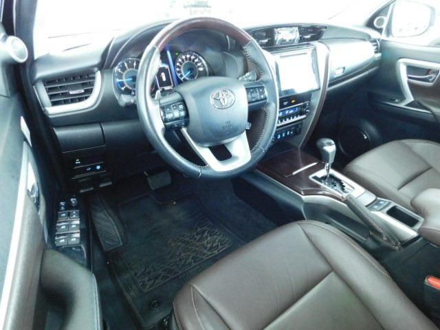 Toyota Hilux SW4 SRV 2.8 Diesel - Foto 16
