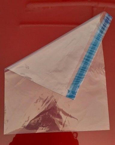 Embalagem plástica com borda adesiva