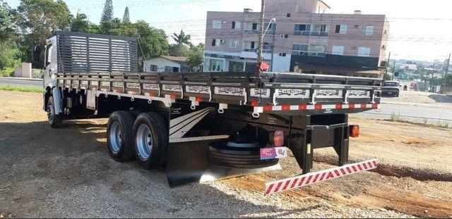 Caminhão 24280 Cabine leitto, Teto baixo Truck 6x2 Volkswagen - Foto 13