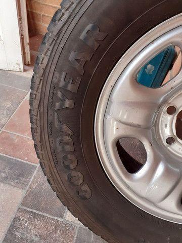 Vendo pneu  235/70/16  em estado de novo com aro. Aceito cartão  - Foto 3