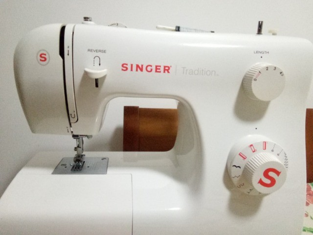 Máquina de Costura Singer Tradition 2250 220v - Foto 6