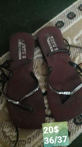 Sandálias usadas e seminovas - Foto 4