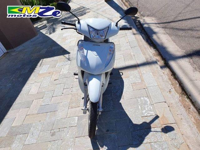 Honda Biz 110 I 2017 Branca com 8.600 km - Foto 11