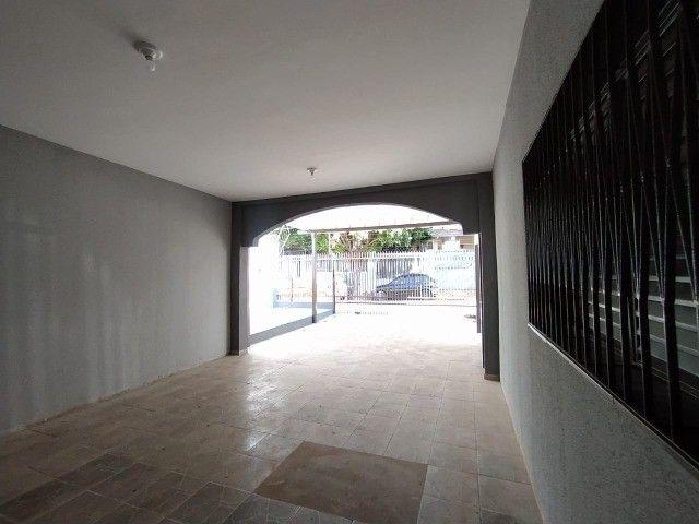 Linda Casa Amambai Próxima do Centro com 4 Quartos**Venda** - Foto 14