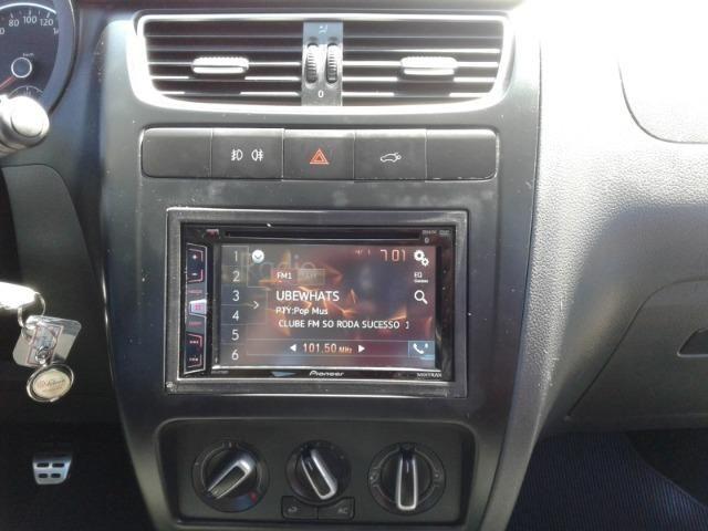 Volkswagen Crossfox 1.6 MI 8V Total Flex 4p - Foto 10