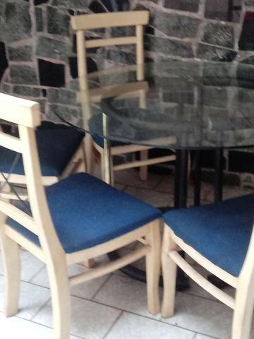 Mesa estilosa de vidro grosso + 4 cadeiras lindas. Ac Cartão.Frete barato - Foto 3