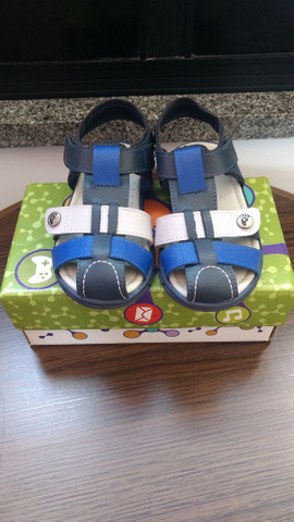 Vendo sandálias semi novas  - Foto 2