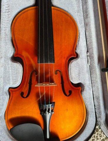 Violino Barth 4/4 com caixa e suporte de violino.