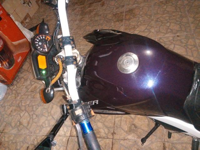 Vendo uma moto feize top de linha toda legalizada so no ppnto de transferi - Foto 5