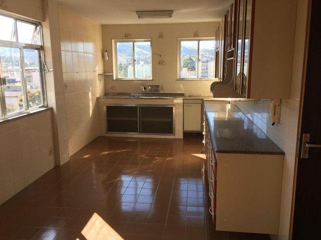 Vendo - Apartamento com dois dormitórios no Centro de São Lourenço-MG