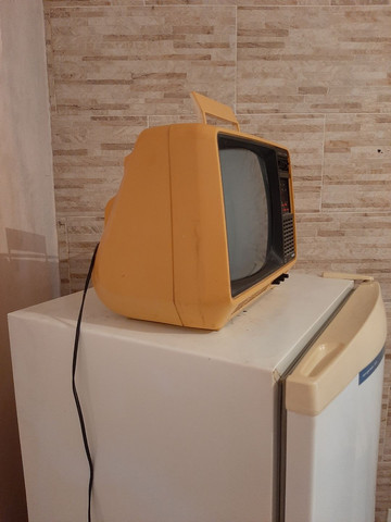 Televisão antiga funcionando  ou para decoração  - Foto 2