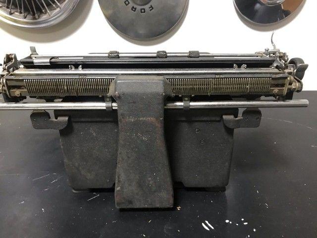 Máquina de escrever antiga royal  - Foto 5