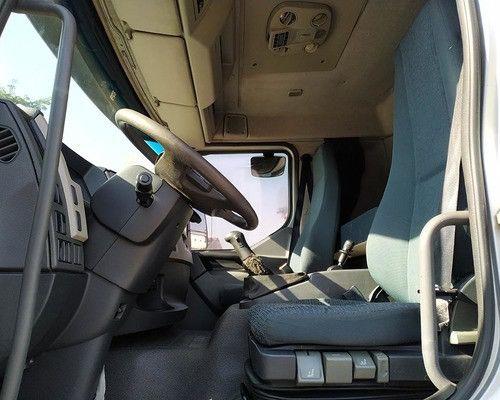 Vendo Volvo VM 270 carroceria 2012  - Foto 6