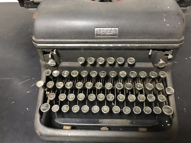 Máquina de escrever antiga royal  - Foto 3
