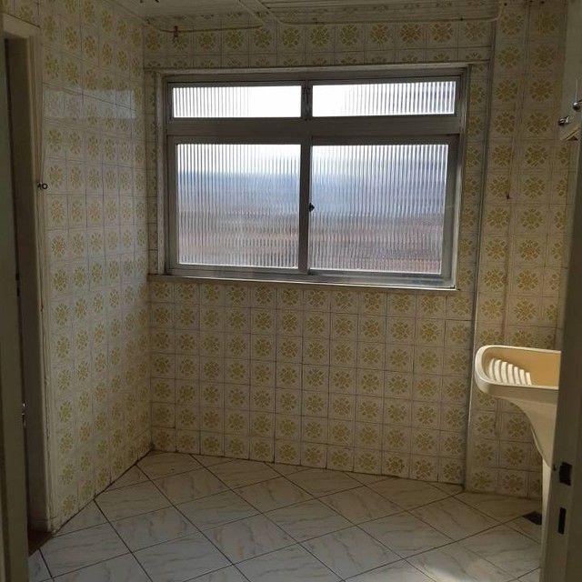 Amplo e arejado apartamento de 3 dorms (1 suíte) à venda no Gonzaga em Santos ? SP - Foto 11