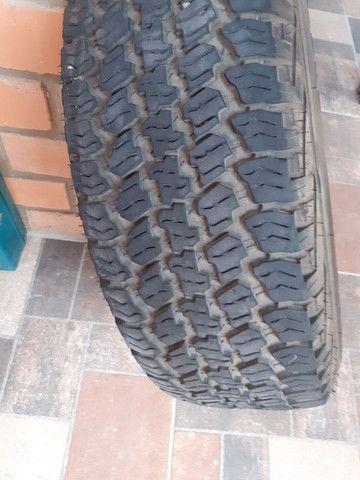 Vendo pneu  235/70/16  em estado de novo com aro. Aceito cartão  - Foto 2