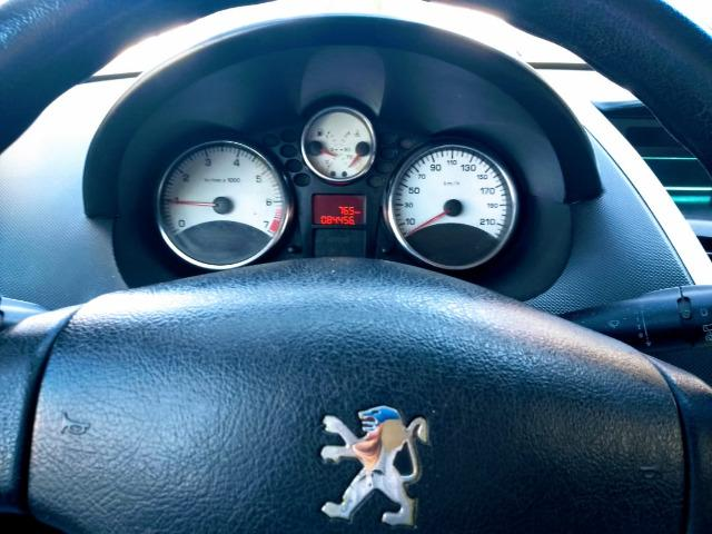 Ágio! Parcela de R$ 269! Peugeot 207 1.4 2012 completo!!! - Foto 5