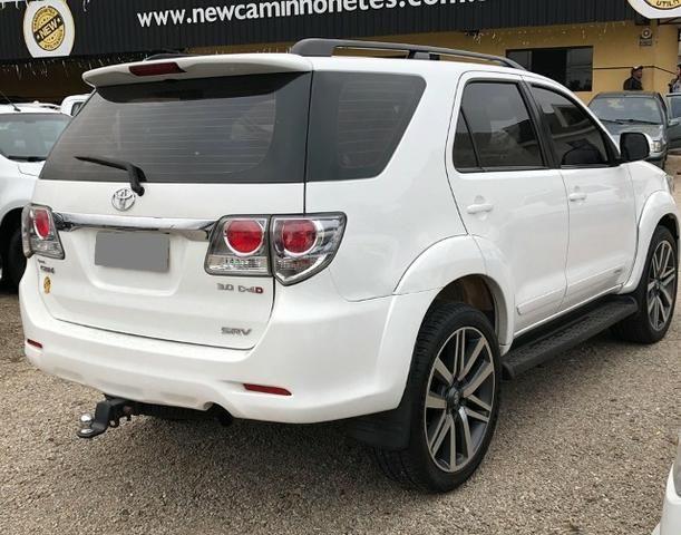 Toyota Hilux Sw4 Srv 3.0 4x4 Automática 7 Lugares - Foto 4