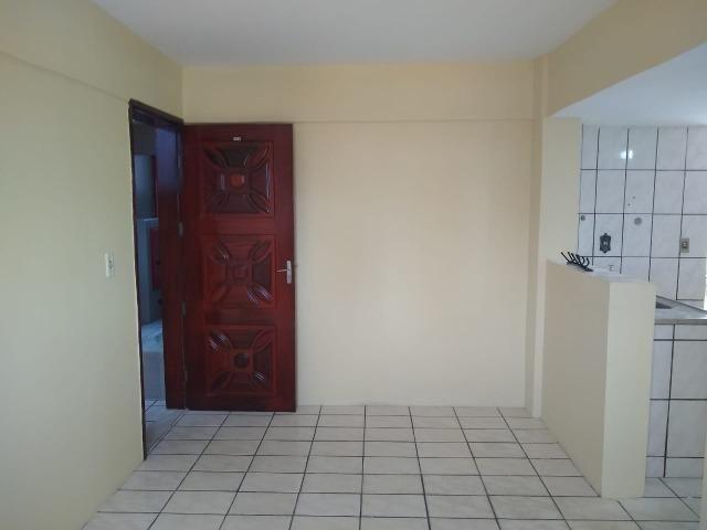 Ótimo apartamento com 02 quartos para aluguel no bairro Joaquim Távora - Foto 6