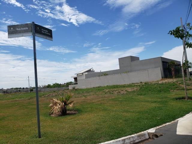 Vendo terreno no Condomínio Villa Jardim